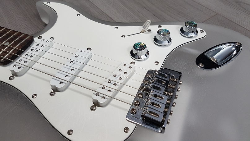 Wintercaster electric guitar pickups and hardware